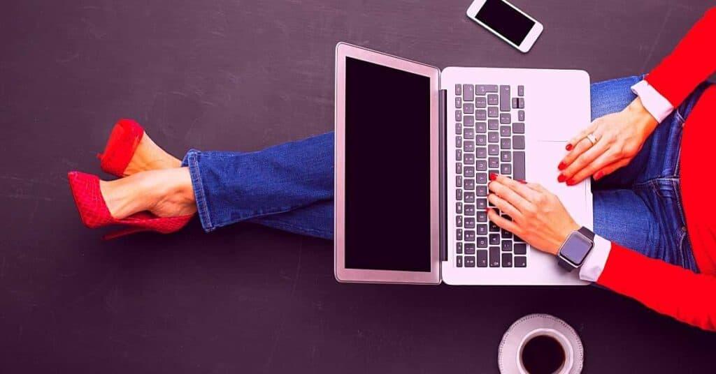 online entrepreneur laptop
